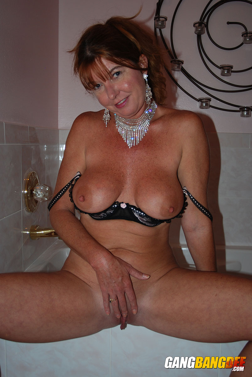 Darla crane friends hot mom