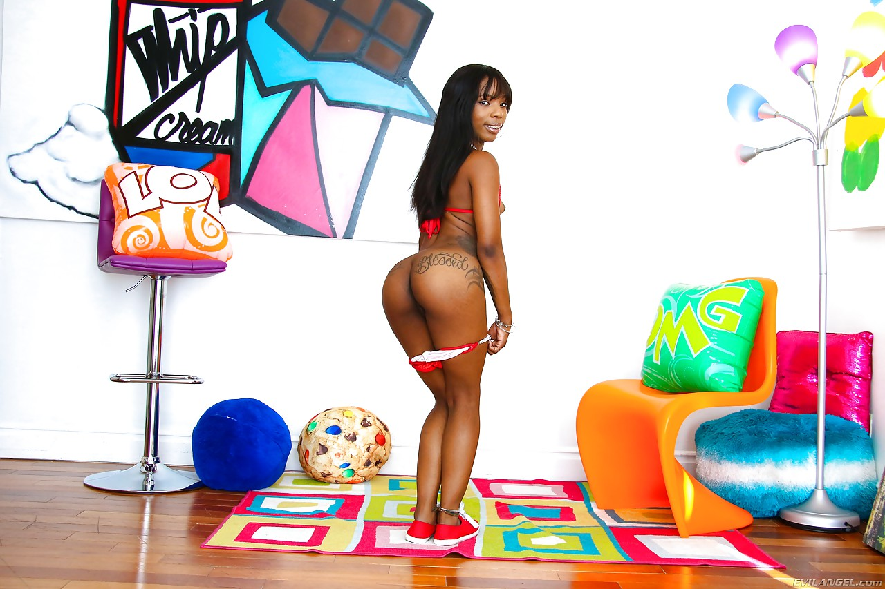 Tattooed model Sarah Banks A sheds shorts to show phat black booty