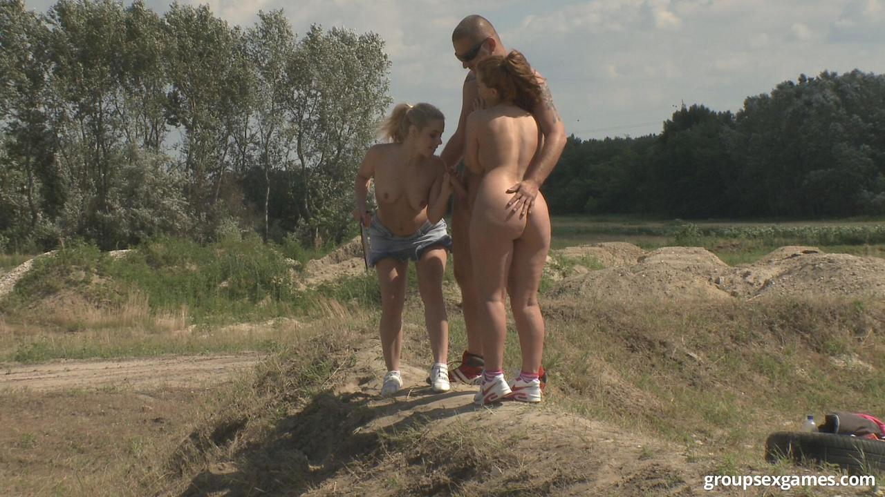 3 Euro girls and 2 guys give outdoor group sex fucking a go on a summers day