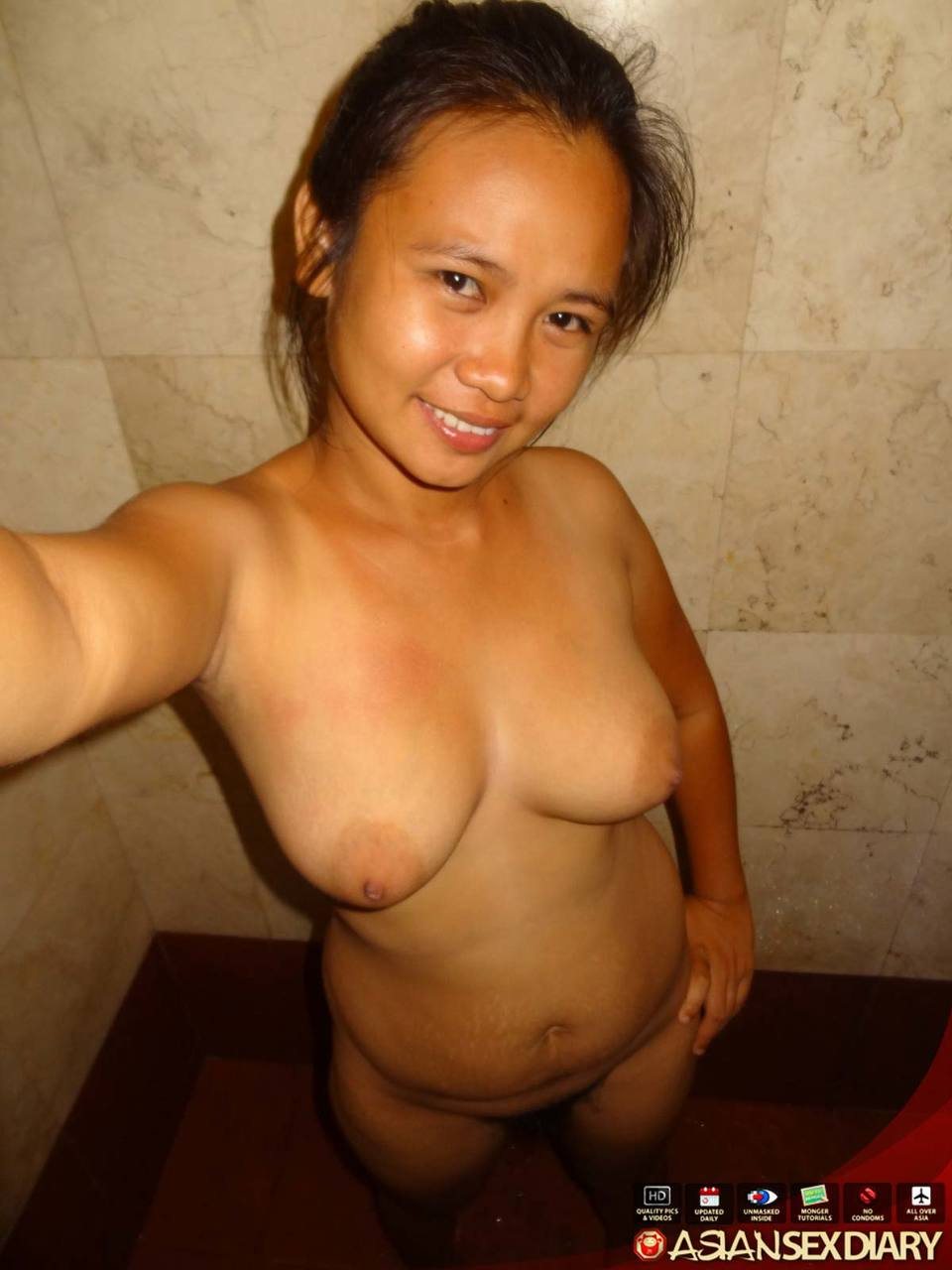 Asian amateur Janine showers before receiving a creampie from a sex tourist