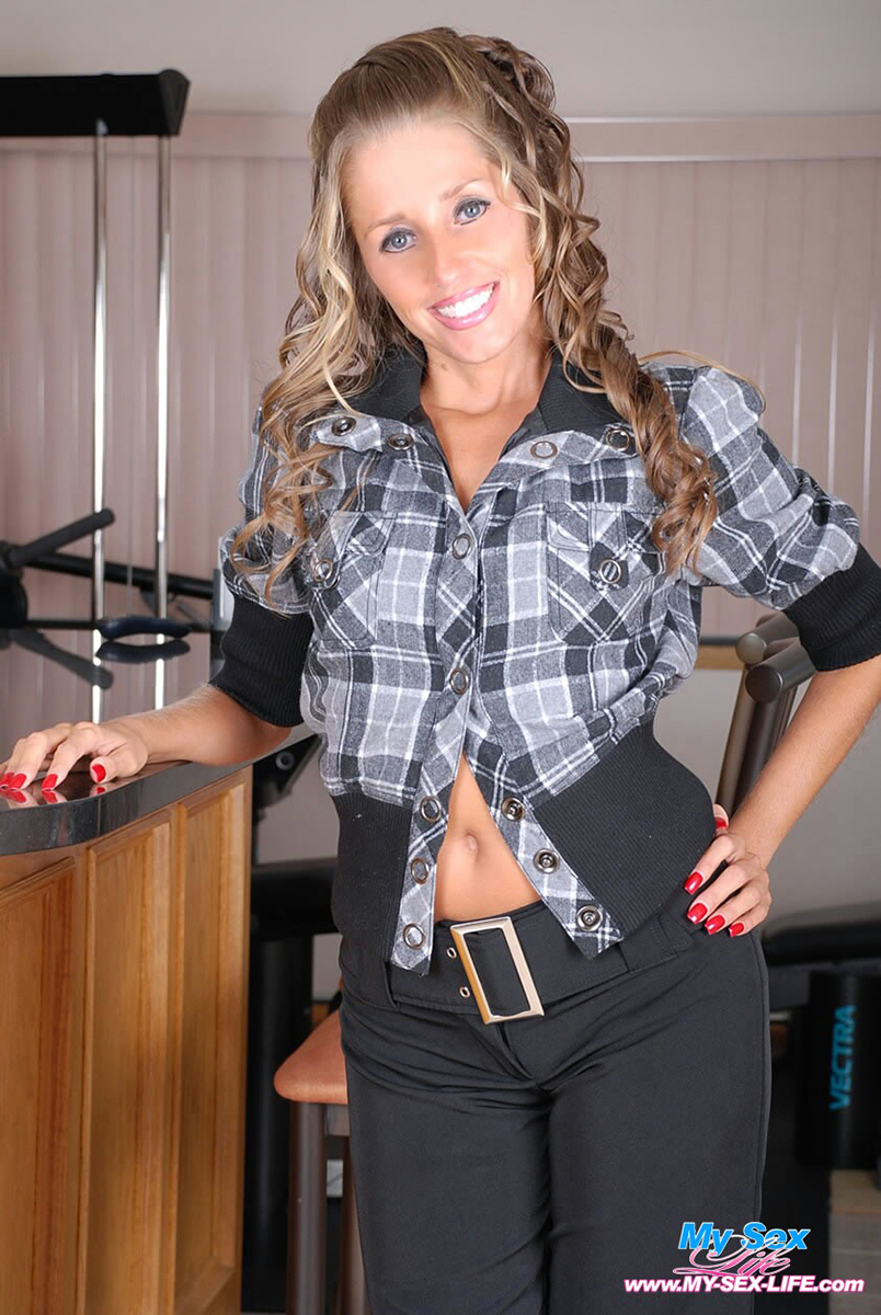Smiley face MILF Lori Anderson jette des sous-vêtements sexy pour exposer ses petits seins photo porno #324842824 | My Sexy Life, Lori Anderson, Ass, Babe, Clothed, Hairy, High Heels, Legs, MILF, Panties, Pornstar, Pussy, Spreading, Tiny Tits, Undressing, porno mobile