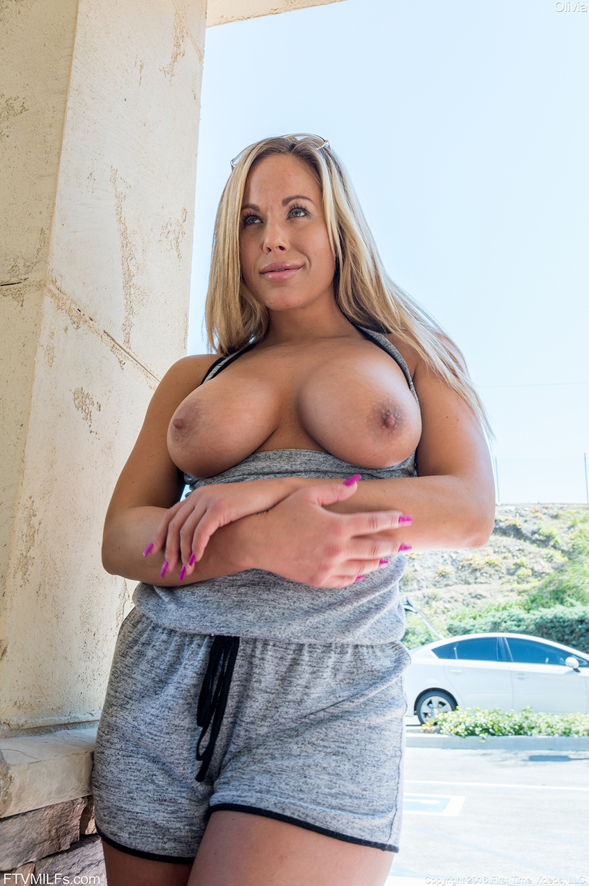 Blonde MILF walks in public with her juicy big tits out  flashes spread pussy