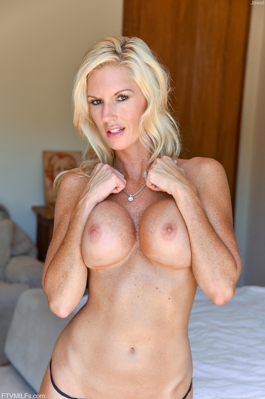 hot blonde front nude