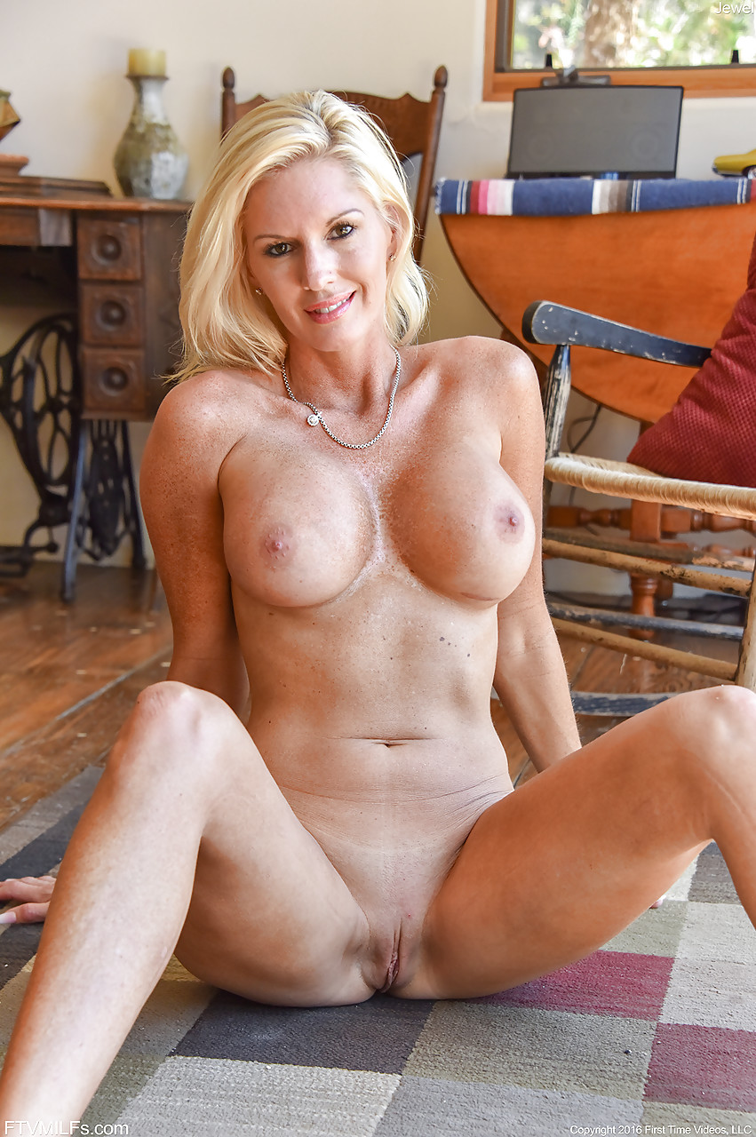 Gorgeous milf naked