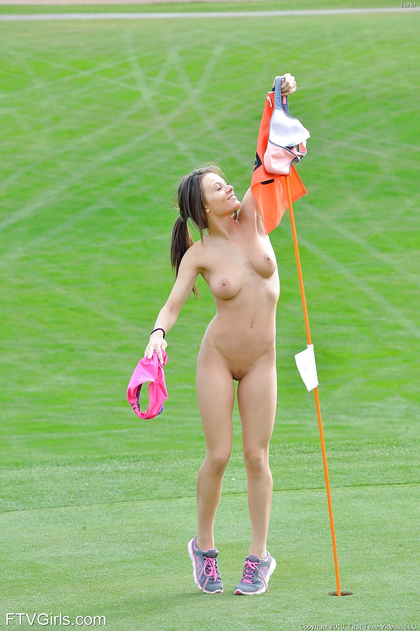 naked-girls-play-golf