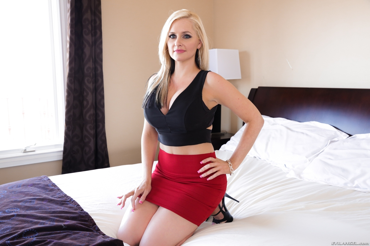 Beautiful blonde pornstar brooklyn blue breaks up a marriage - 1 part 10