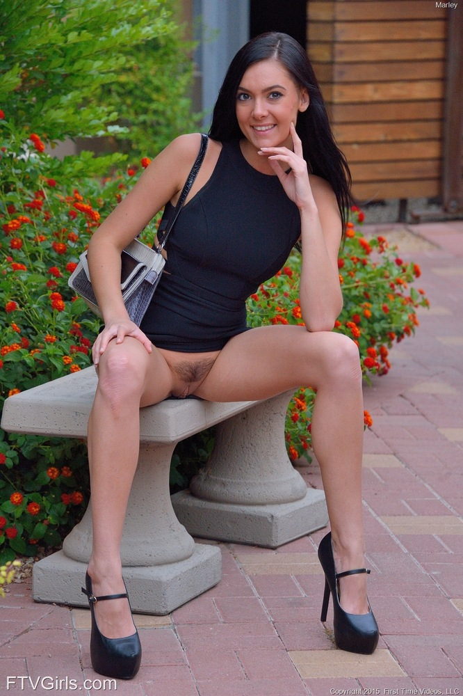 Brunette Chick Flashes In Public