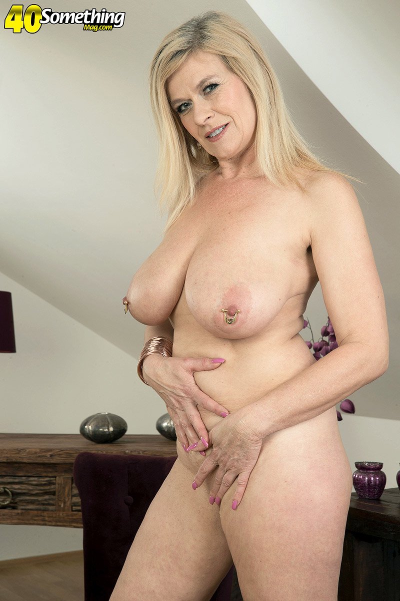Blonde mom with big tits