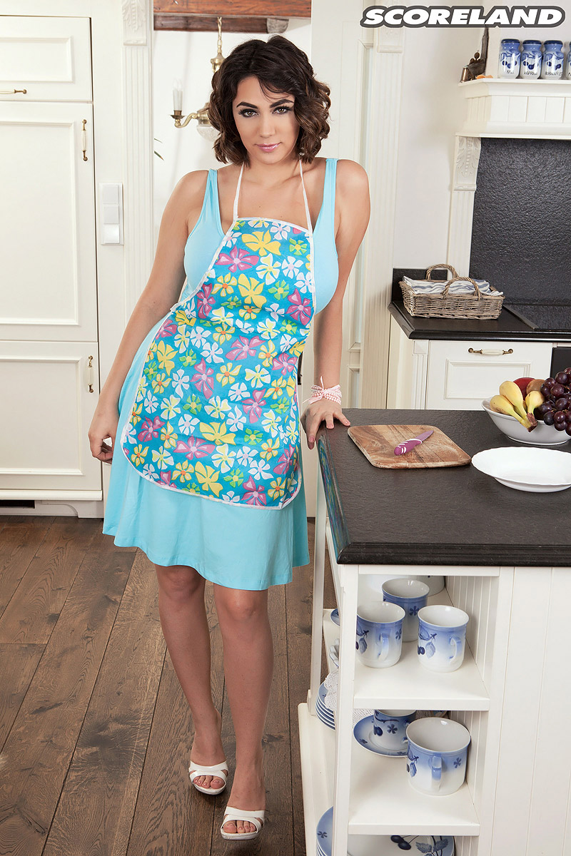 Housewife Alexya takes a kitchen break to expose her huge all ...
