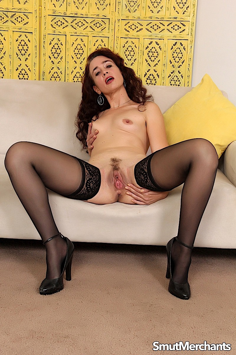 Thin mature woman Sable Renae puts her trimmed bush on display in stockings