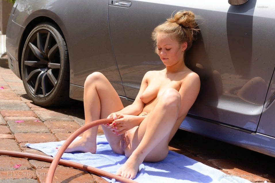 Nude women wawhing cars — photo 3