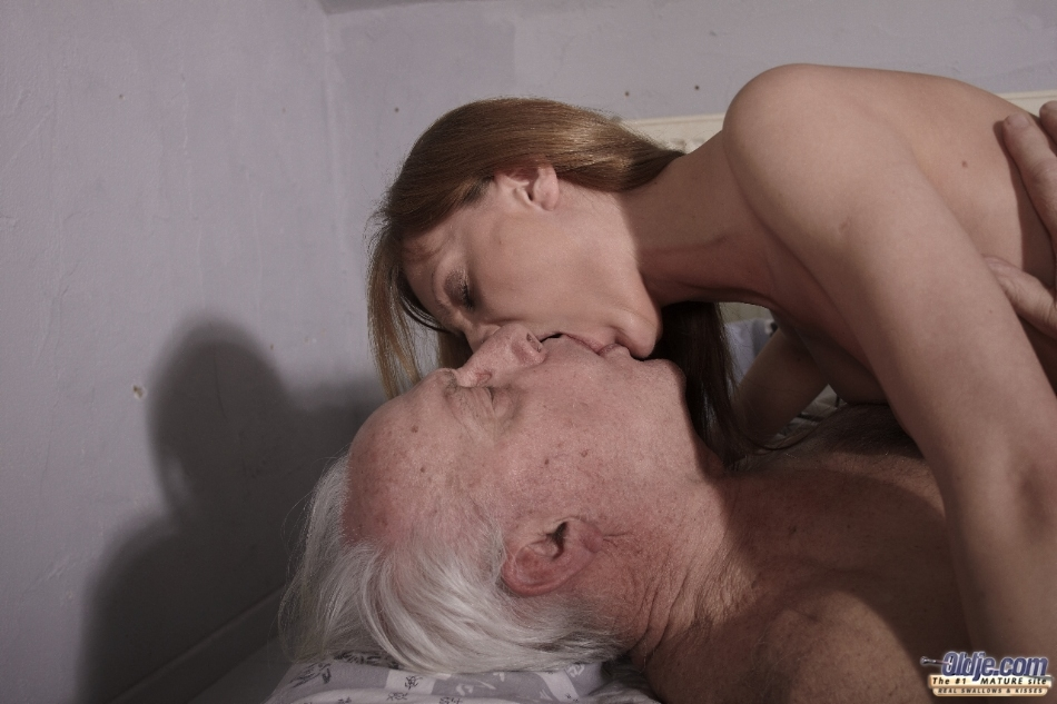 Does young girl oral sex with dad