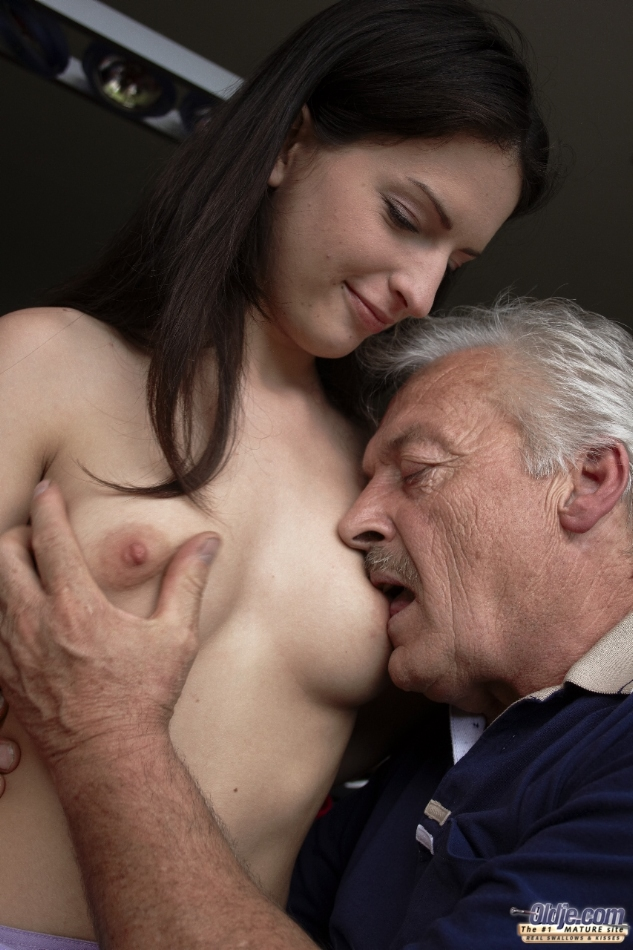 young-girls-blowing-older-men-porn-pictures-of-breast