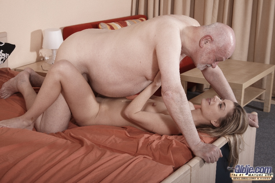 Blonde Czech Teen Abigaile Johnson Fucked By Old Man In Amateur Homemade Sex Tape On Gotporn