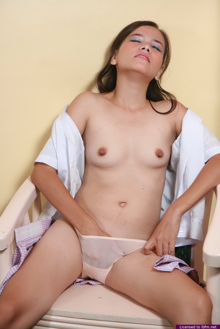 Słodka młoda amatorka zrzuca bawełniane majtki, aby się masturbować i rozprowadzać wargi cipki zdjęcie porno #323795833 | LBFM, Amateur, Asian, Babe, Brunette, Clothed, Masturbation, Panties, Pussy, Shaved, Skirt, Spreading, Teen, Tiny Tits, Undressing, mobilne porno