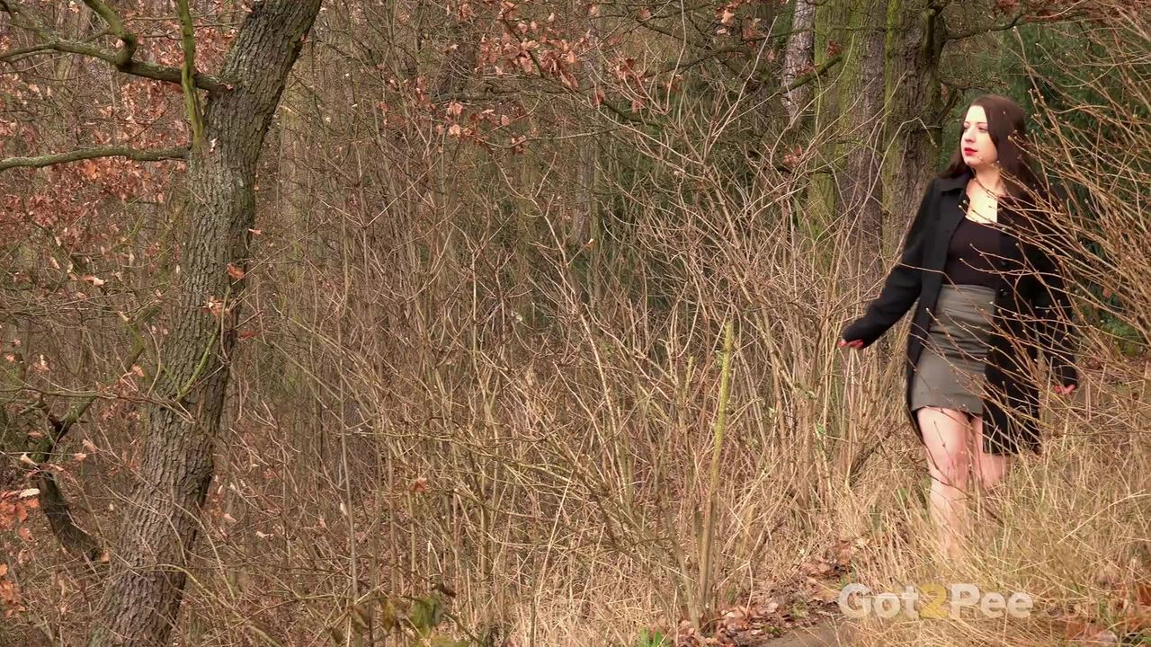 chubby girl tereza red hikes her skirt and takes a pee in the forest