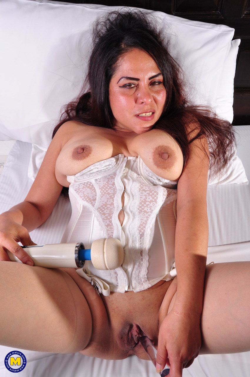 Latina Playing With Wet Pussy