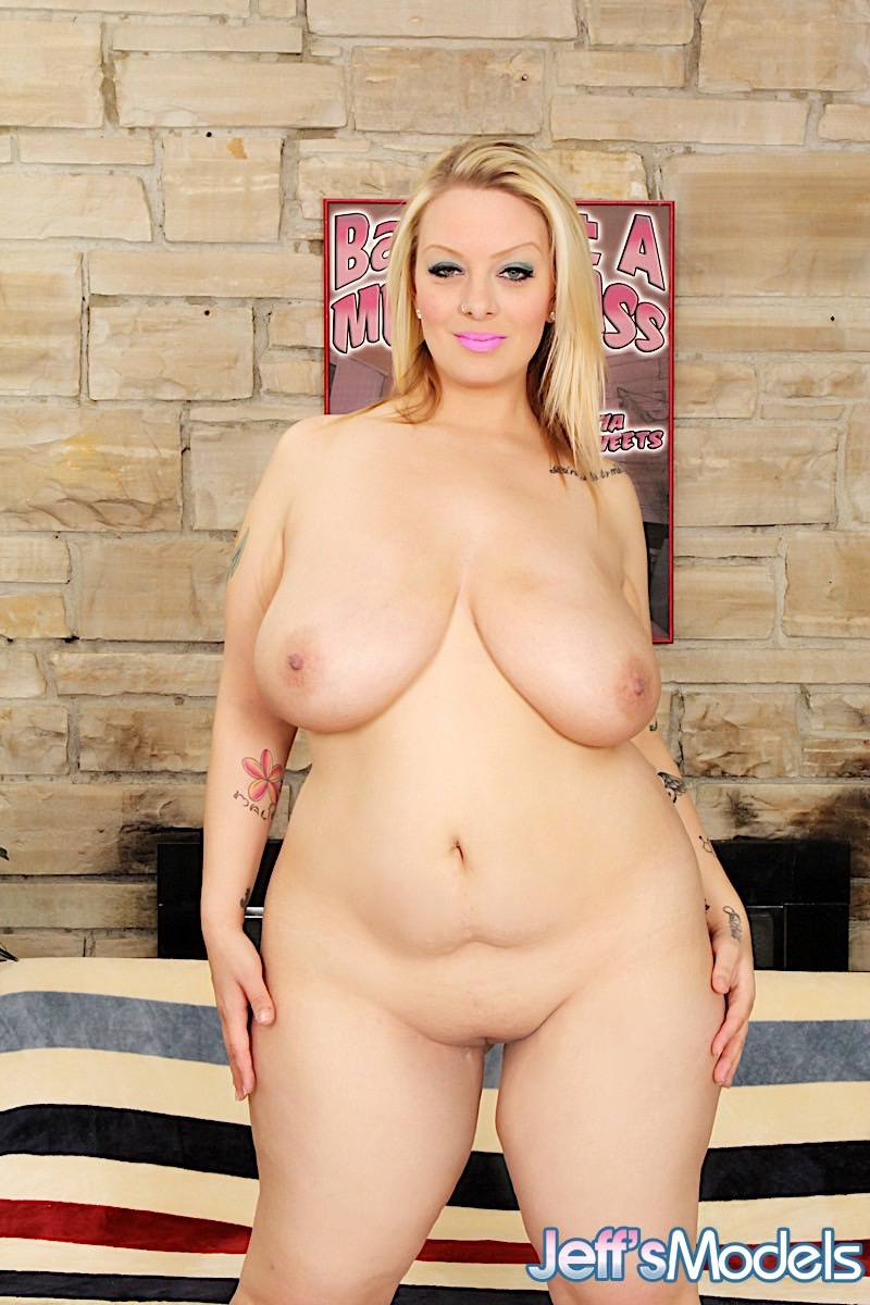 blonde thick girl naked