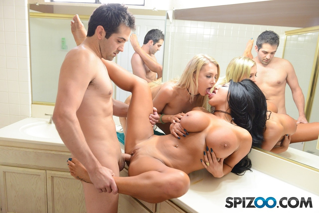 Pornstar August Taylor and her gf have a threesome in the bathroom