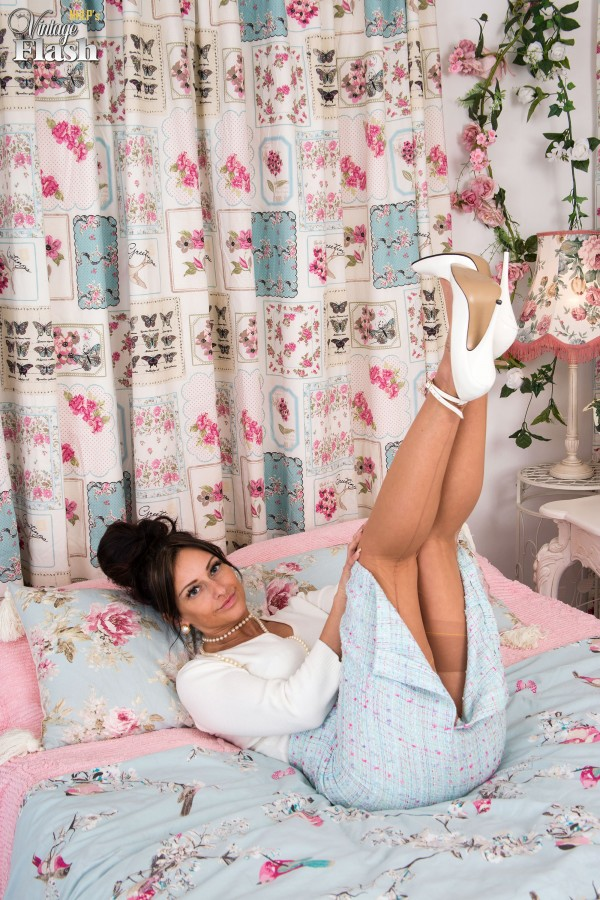 Horny wifey Cassie Clarke wearing stiletto heels and nylon stockings in bed