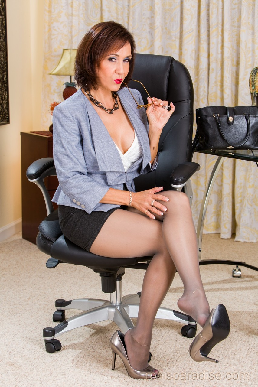 Roni is the ultimate hot milf mature XXX pics