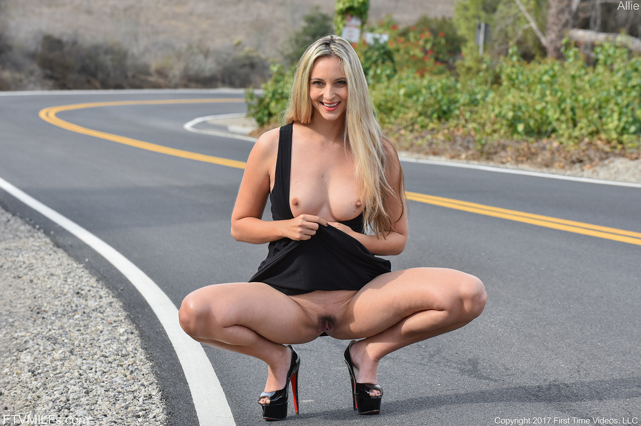 girl road pussy flash