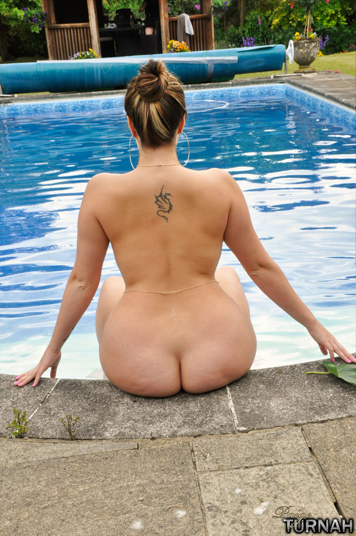 Milf out at the pool