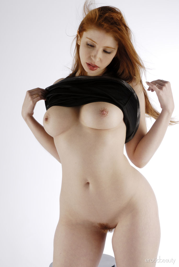 Sporn Beautiful Curvy Women Undressed