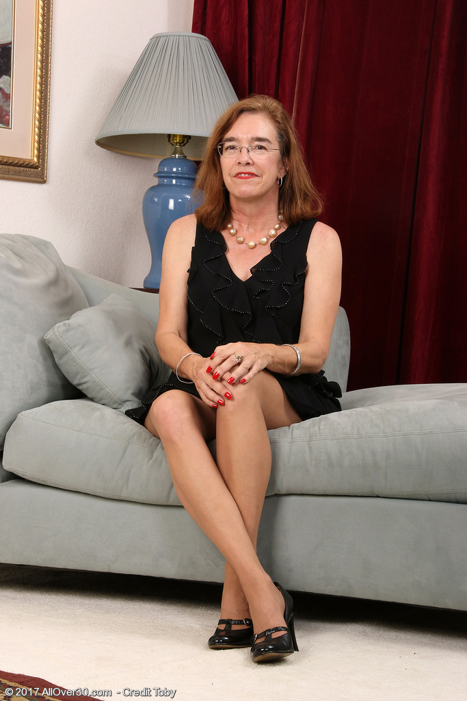 Glasses clad mature mom Melody Garner sheds pantyhose to reveal her hairy  bush ...