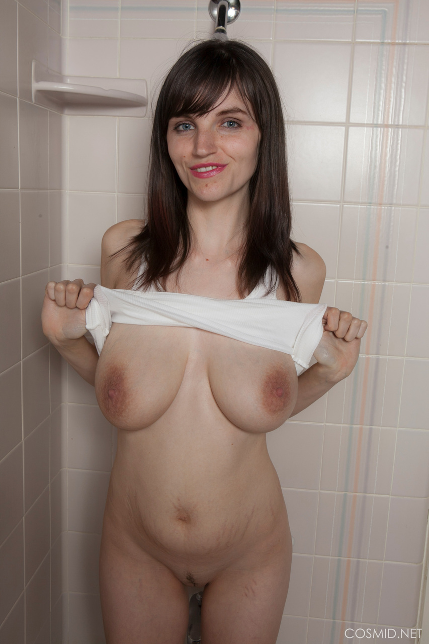 ... Ugly amateur with big floppy tits wear a white t-shirt in the shower ...