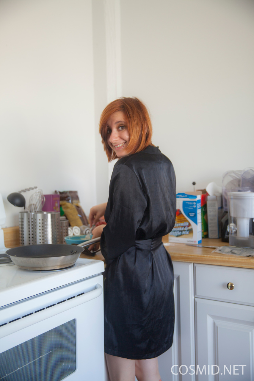 Amateur redhead Chesea Bell sheds her black satin robe to cook in the nude