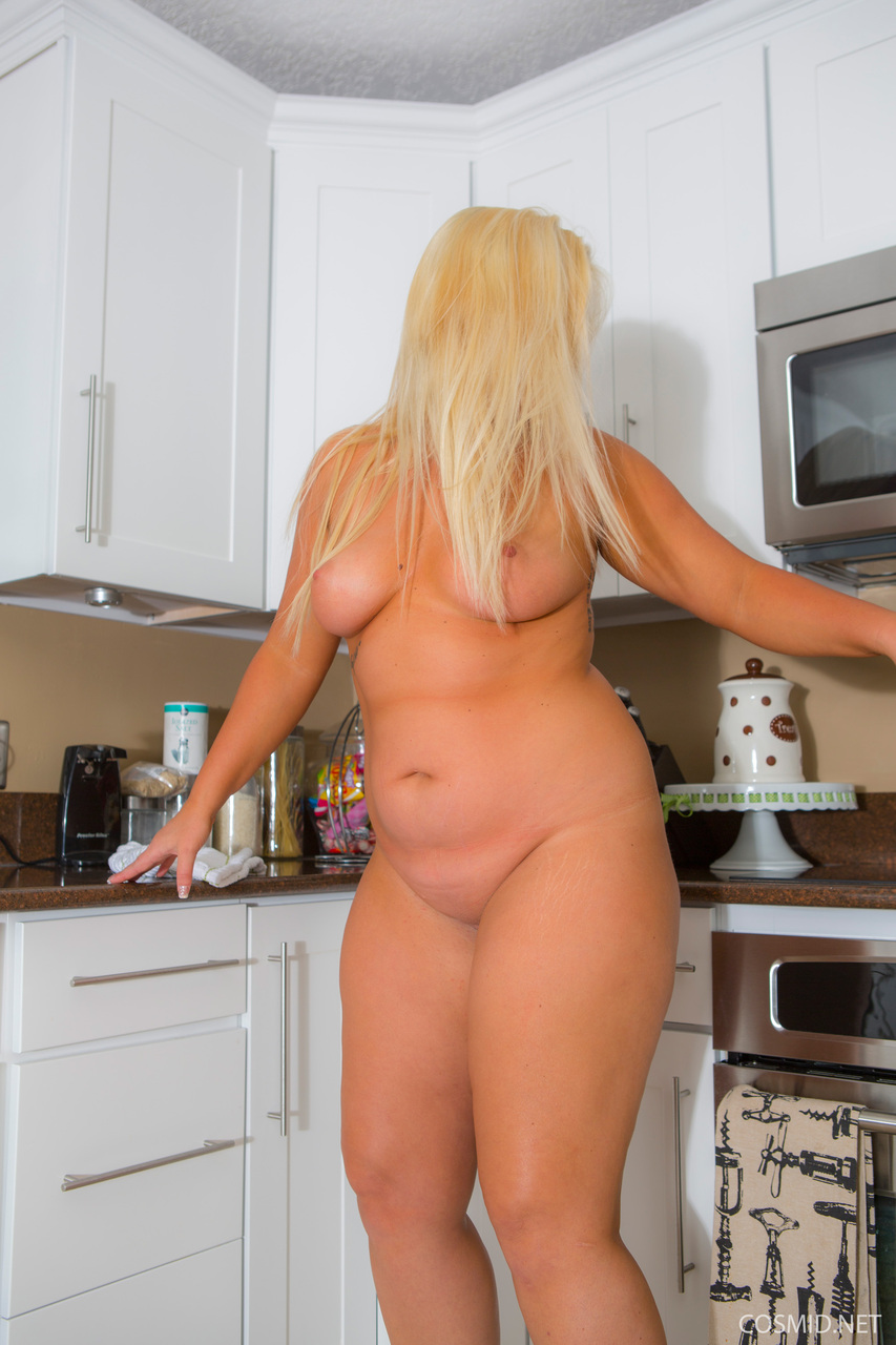 Fat ass blonde amanda clark gets naked in the kitchen
