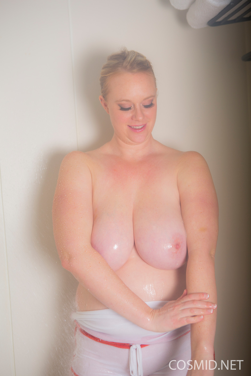 Amateur BBW Cameron uncovers her saggy tits as she gets wet and naked at once