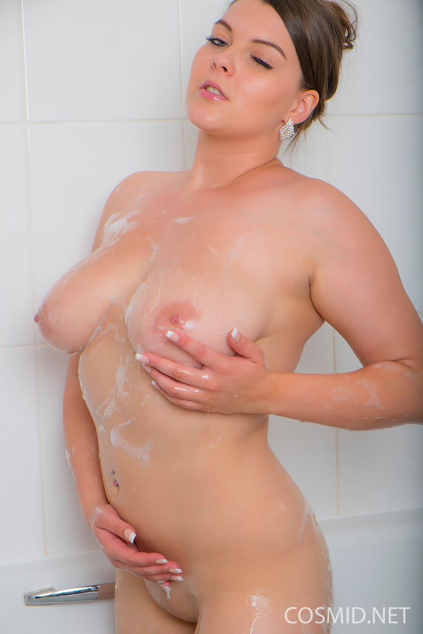 Plump sexy Toni T lathering up her naked big hooters in the bath