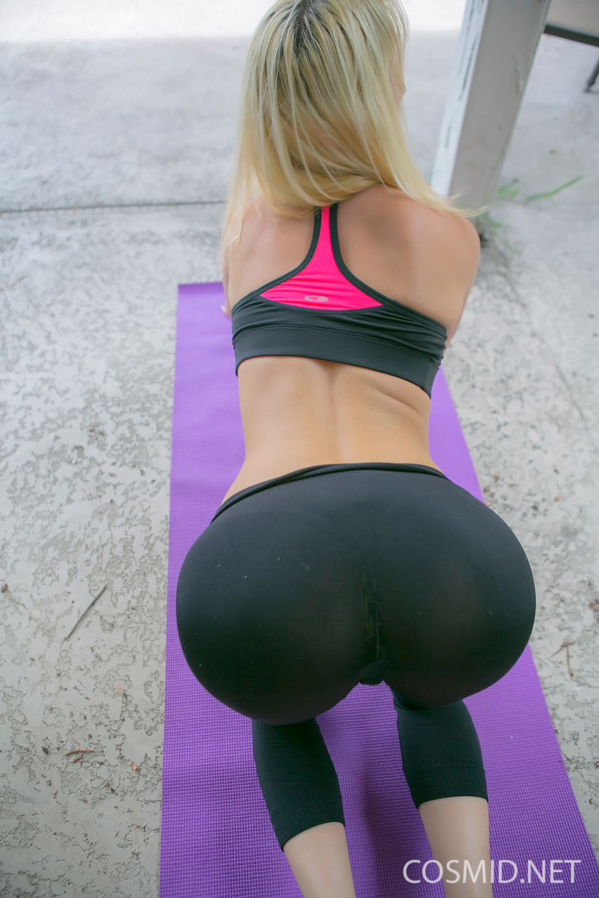 Over girls bent in ass yoga pants