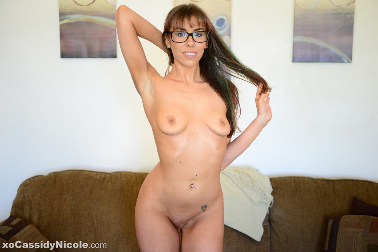 Amateur chick Cassidy Nicole toys her pussy with her glasses on