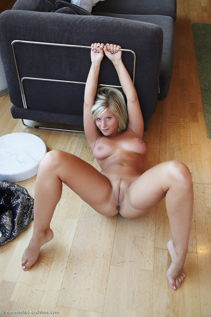 Amateur puffy tit blond fucking in the kwikemart - 1 7