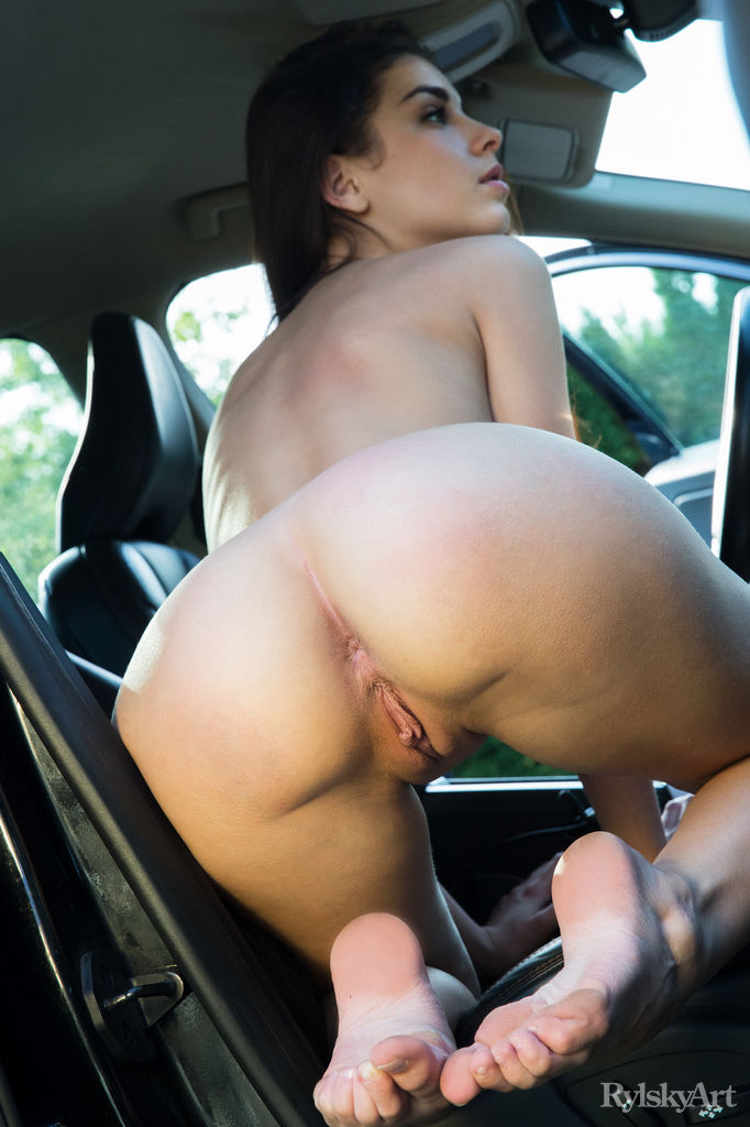 solo naked women on the car