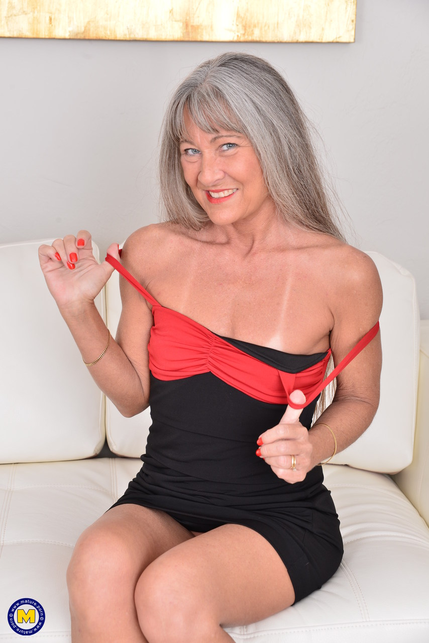 Mature greyhair pussy