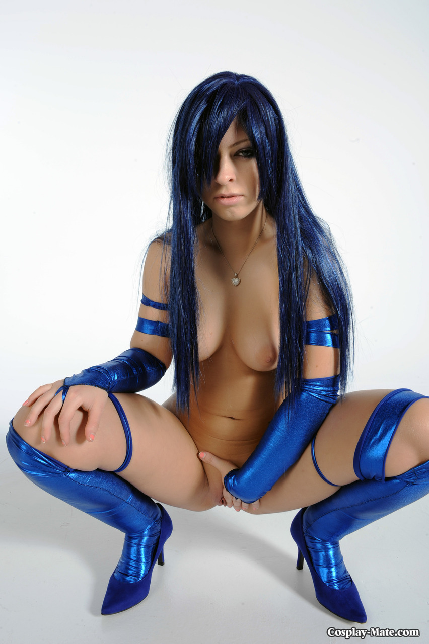 Big boobed cosplay girl Nathalya shows off her amazing round juicy ass