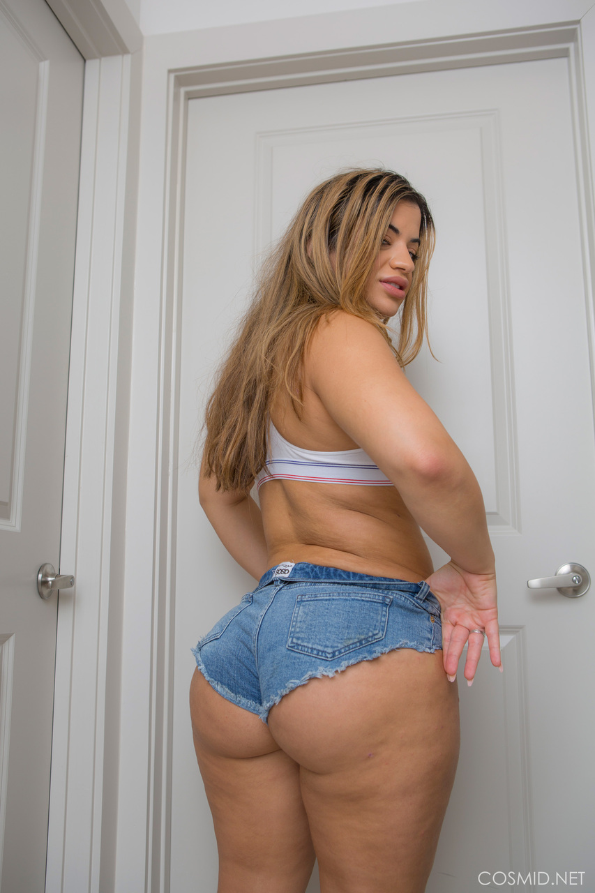 sexy bbw in booty shorts showing off her huge round ass and thunder