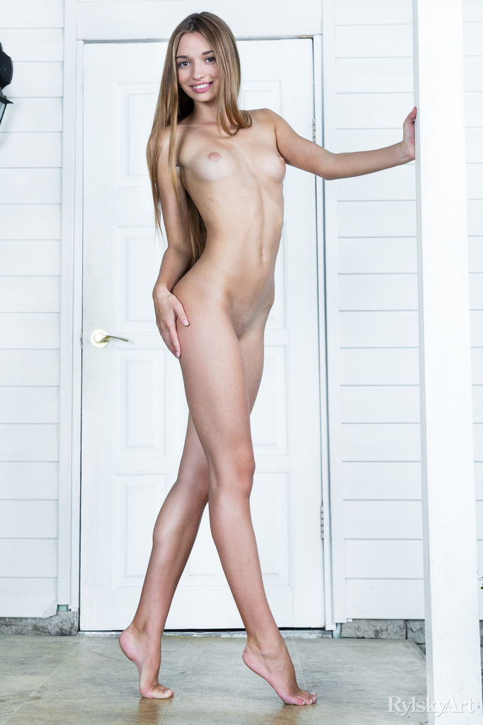 Tall brunette nudes games