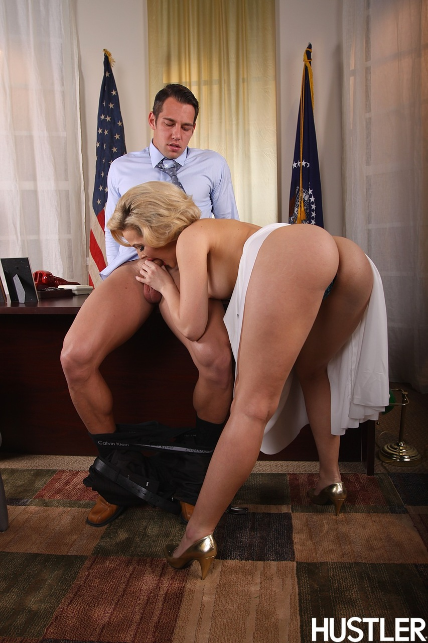 MILF in Marilyn Monroe costume getting fucked on the desk in the Ovate Office