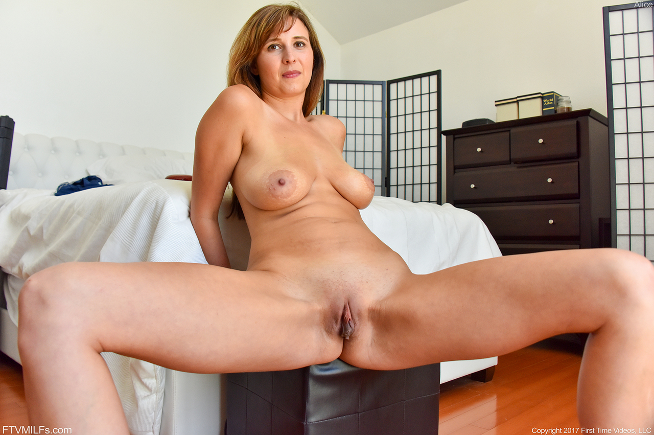Naked redhead Alice bends over to display an unbelievable vaginal gape