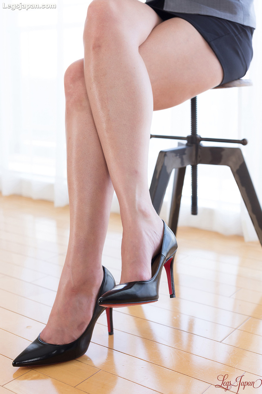 Removing heels and showing soles on the table 9