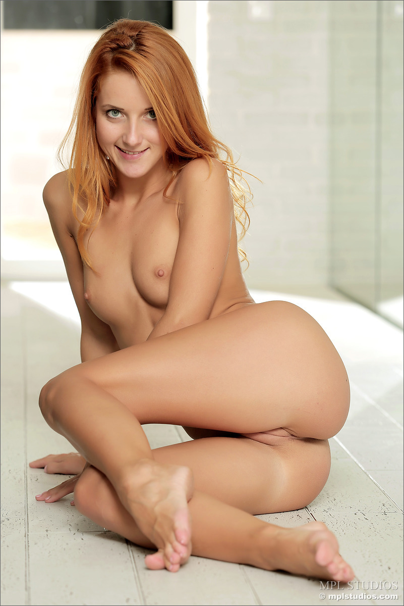 hot naked women ass red head