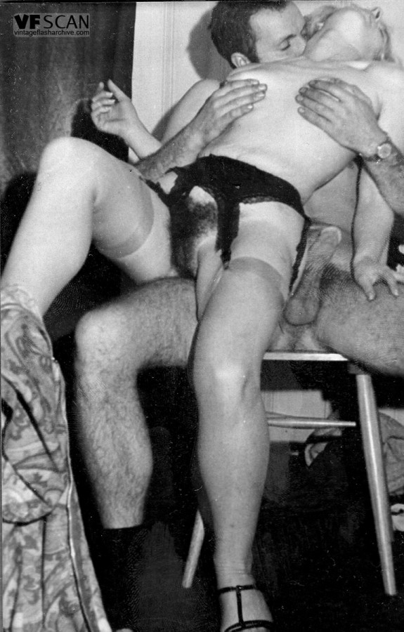 Vintage beauties in stockings sucking hard cock and ...