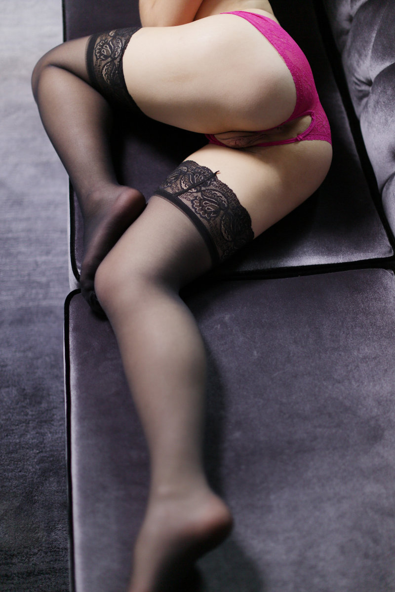 Slender erotic Aurora Belle gets a doggystyle bang in steamy reality seduction
