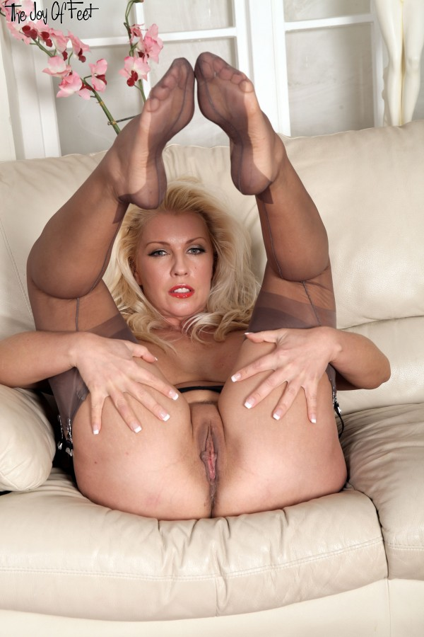 Milf nylon footjob tube