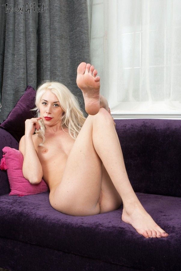 Blonde sluts sexy feet